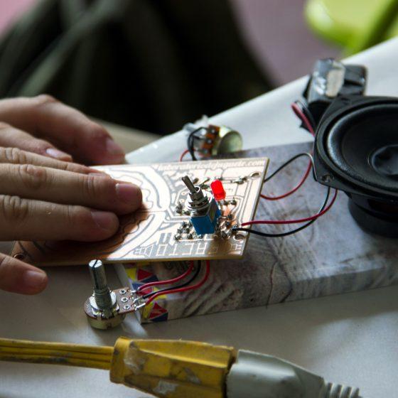 Fotografía del Taller Gamelin en el marco del Encuentro de Artes Electrónicas Videosonica Segundo Día 2015